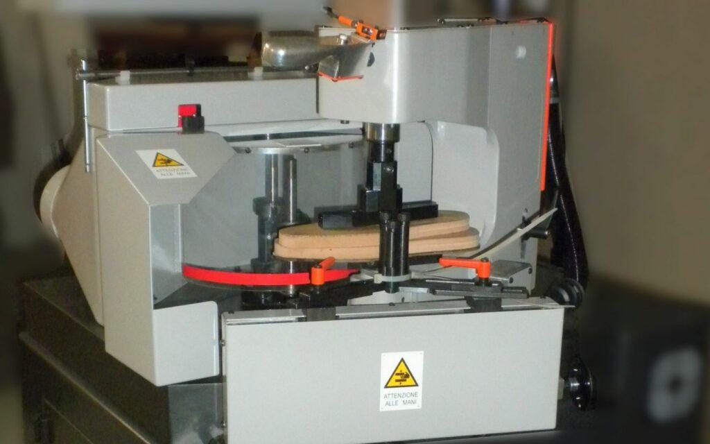 Suolifici e tacchifici - Milling machines for soles semiautomatic